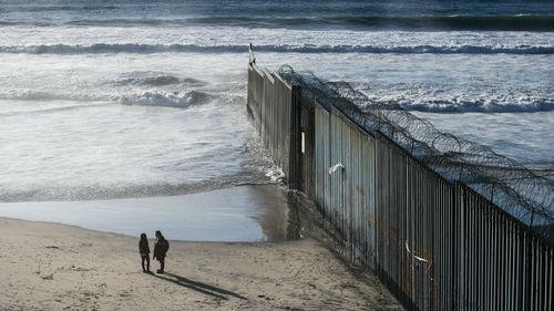 美军士兵在境内被墨西哥军人缴械 特朗普怒了:增兵!