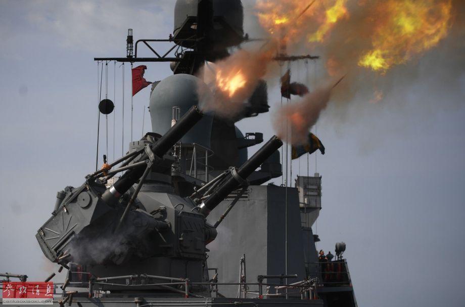 """就满载排水量不足2000吨的轻型舰艇来说,""""弯刀-SU""""已是十分强大的近防系统。"""