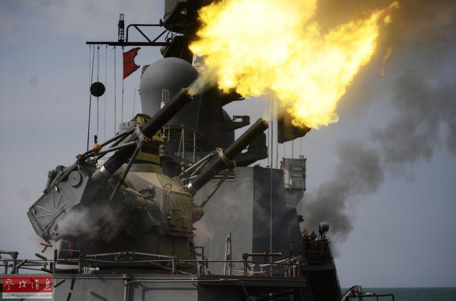 """""""弯刀-SU""""可使用双联30毫米速射炮""""弹幕拦截""""4000米内的各类低空战机、反舰导弹以及水面小艇等。"""