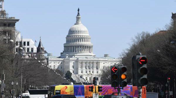 """斯蒂芬·罗奇:""""拿中国当替罪羊""""成美国两党共识"""