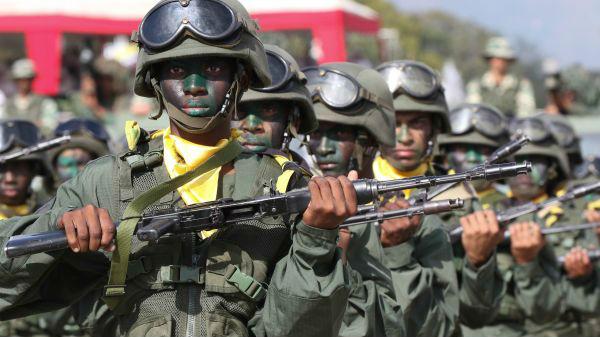 外媒:小股軍人政變攪動委內瑞拉局勢