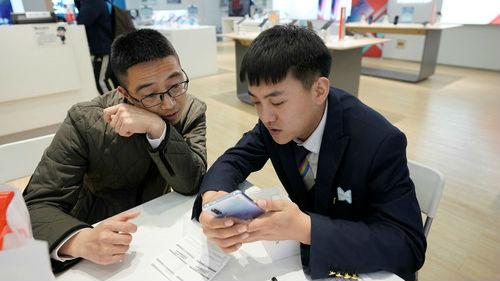 法媒:华为取代苹果成手机销量亚军 今年销量或大增