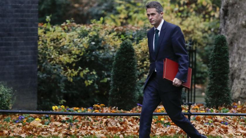 英国国防大臣因泄密被解职