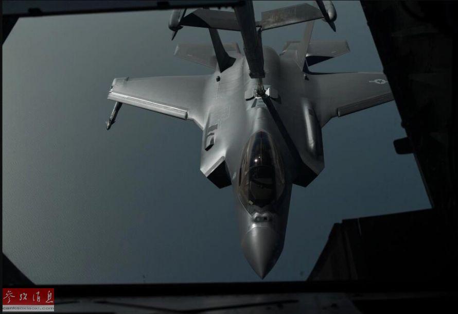 """4月30日,美空军宣布,首次在实战中使用F-35A(陆基型)隐身战机,向位于伊拉克境内的IS极端组织目标投放了JDAM卫星制导炸弹。图为美空军公布的,参加空袭前的美空军F-35A战机,可见翼下还外挂有""""响尾蛇""""空空导弹。38"""