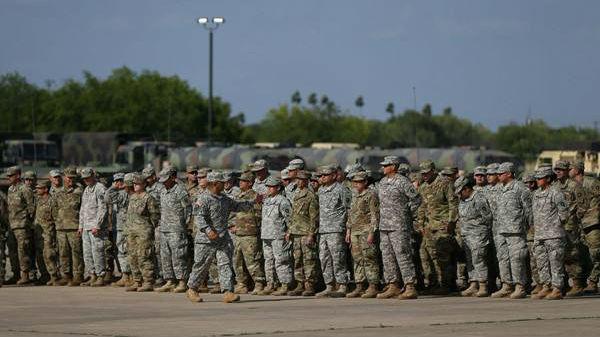 """美军下令向美墨边境增派部队 可与移民""""直接接触"""""""