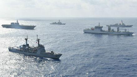 美海军称美日印菲军舰集体航行南海 中方回应——