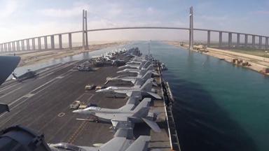 逼近伊朗!美軍核航母通過蘇伊士運河