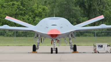 備戰首飛!美軍地面測試艦載無人加油機