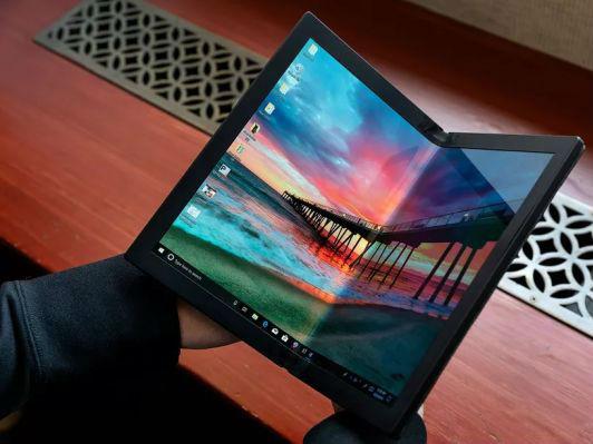 中国企业发布全球首款折叠屏电脑