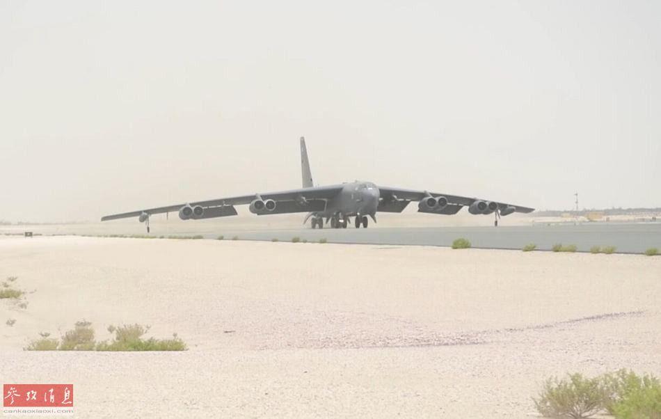 美军B-52H轰炸机准备从卡塔尔乌代德空军基地起飞。