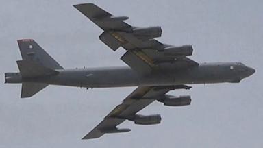 双重施压!中东美军B-52轰炸机空中巡逻