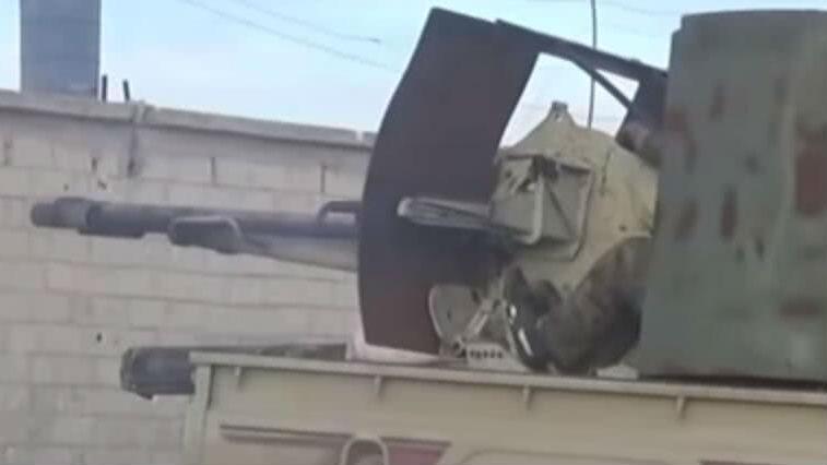 叙军自制火炮迎头痛击极端武装 摧毁自爆卡车