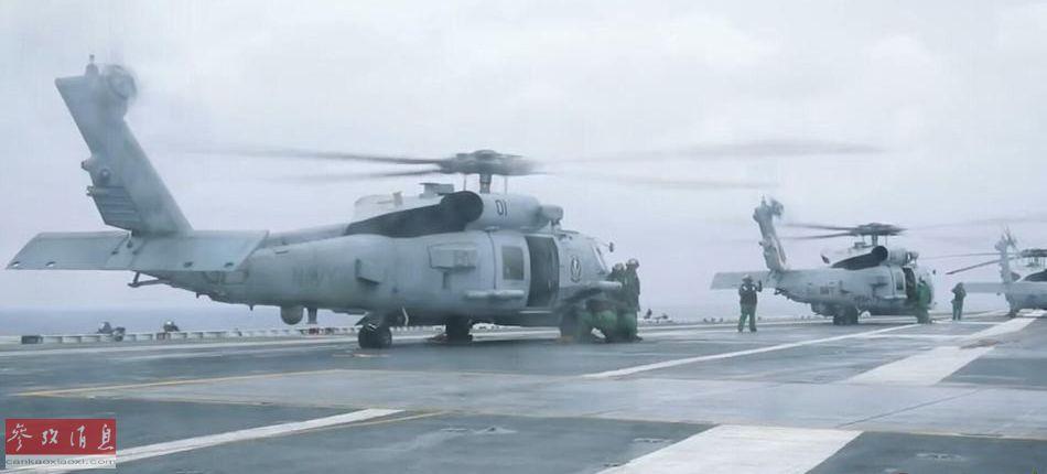 参与反无人机演练的美海军MH-60K直升机群准备起飞。