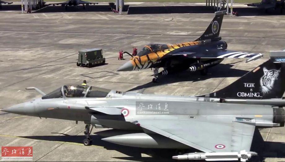"""5月20日,法国空军女记者萨曼莎前往位于法国西南部的蒙德马桑(Mont de Marsan)空军基地进行采访,该基地是2019届北约多国空军""""老虎会""""的举办地,图为此次东道主法国空军推出的2架""""虎纹版""""阵风战机。47"""