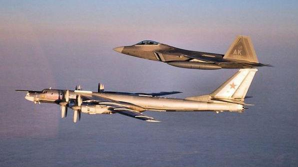 美军在阿拉斯加近海拦截俄军机:出动4架F-22战机