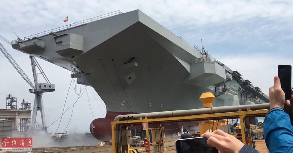 """5月25日,意大利海军的新型多用途两栖攻击舰——""""的里雅斯特""""号( 舰名源自意大利东北部海港城市)在芬坎蒂尼集团的斯塔比亚海堡造船厂下水。41"""