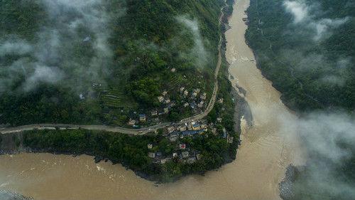 英記者探訪中國消除貧困堅定之旅:只有中國才會這么做