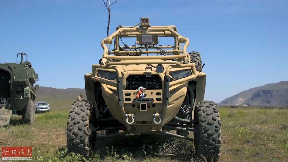"""美军近日测试了一种新型无人战术发烟车,由""""超轻型全地形突击车""""(MRZR,该型突击车可由运输机空降或直升机空运)改进而来,安装有小型快速发烟装置,可以远程遥控方式驾驶。38"""