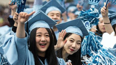 """贸易战让中国人""""绕开美国"""":留学生减少 旅游热降温"""