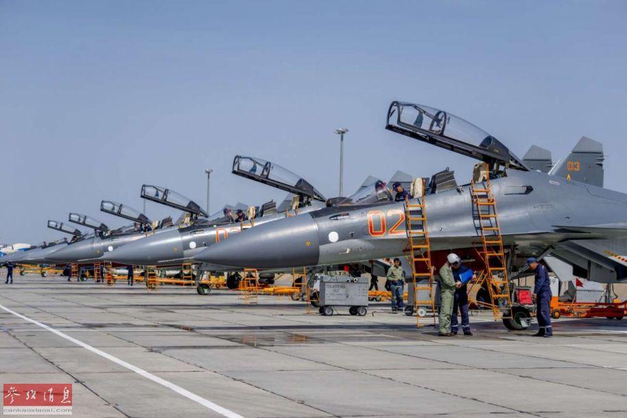 据英国《简氏防务年鉴》显示,哈萨克斯坦空军共向俄罗斯采购了24架苏-30SM战机。截至2018年12月,哈空军已列装了12架。图为哈空军苏-30SM机群。