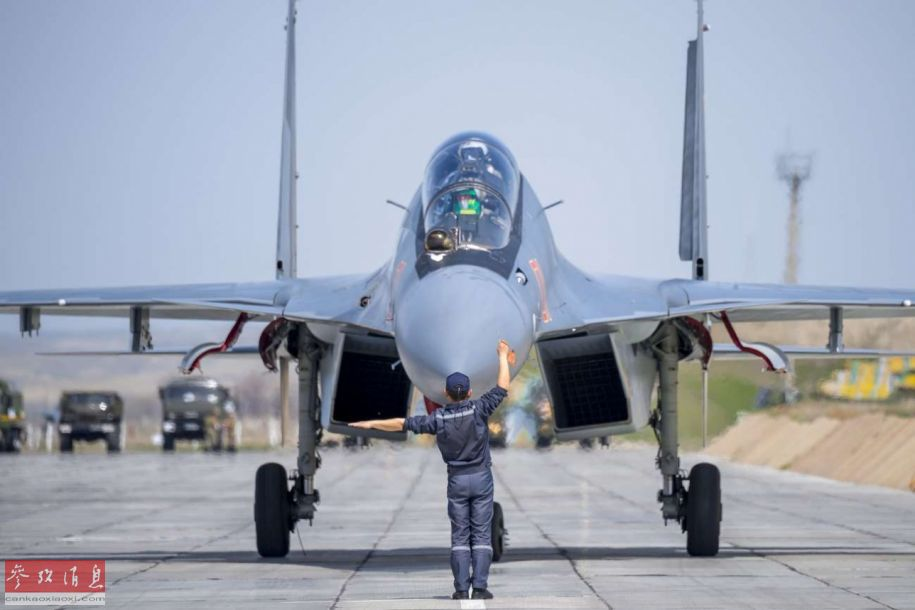 近日,网上放出一组哈萨克斯坦空军使用苏-30SM战机训练的高清图。哈萨克斯坦是除俄罗斯外,唯一装备苏-30SM的海外用户,值得一提的是,该国空军使用的涂装与中国空军常用的空优涂装十分类似。35