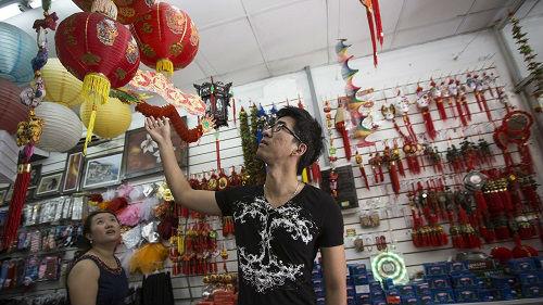 """外媒:洋导演自掏腰包拍摄""""真实中国"""" 打破对华偏见"""