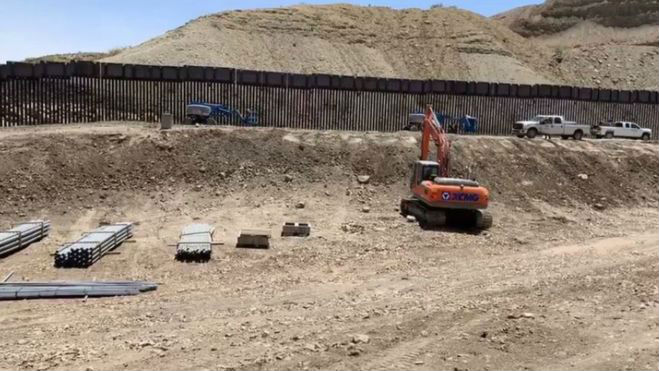 """特朗普""""铁粉""""众筹修边境墙 拟1美元卖给美国政府"""