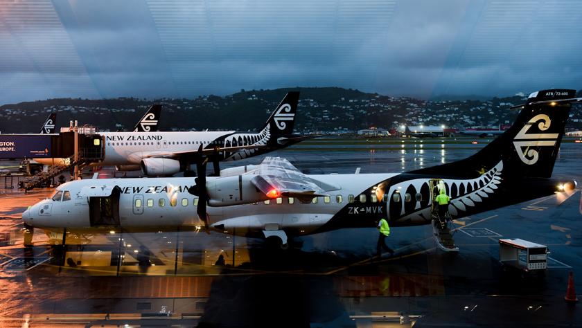 新西蘭航空公司一架客機被閃電擊中后返航