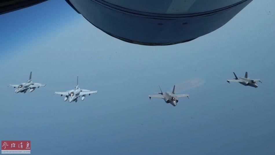 """近日,首次部署到中东地区的美空军F-35A隐身战机,与阿联酋空军的F-16E""""沙漠隼""""以及""""幻影""""2000战机一同在波斯湾上空协同巡航,威慑伊朗意味十分明显。图为美军F-35A与阿联酋F-16E战机编队飞行。23"""