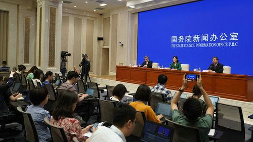 英媒关注中国教育部发布赴美留学预警