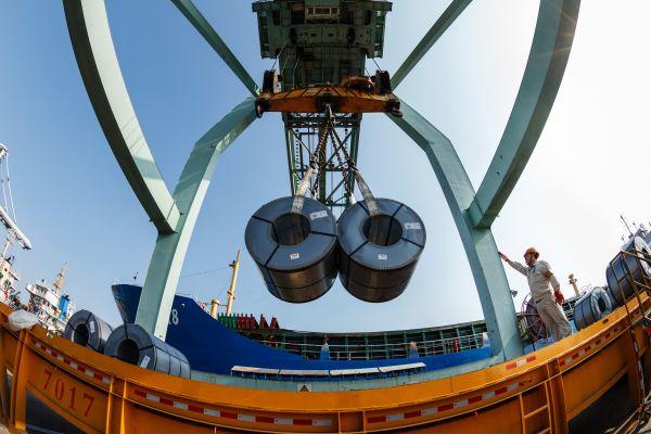 中国近亿吨级钢铁巨头诞生 产能直逼全球首位