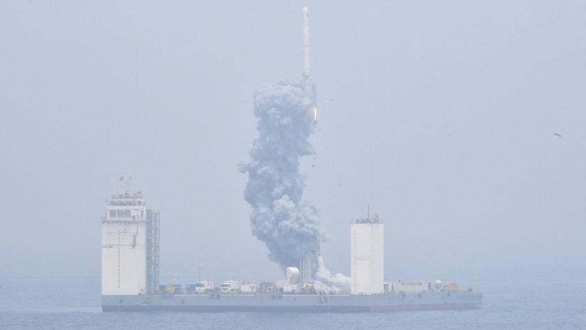 中国首次固体运载火箭海上发射技术试验取得成功