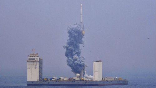 """境外媒体关注中国首次从海上发射""""一箭七星"""""""