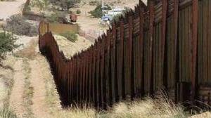 """增加""""颜值""""?美军要给美墨边境墙刷漆"""