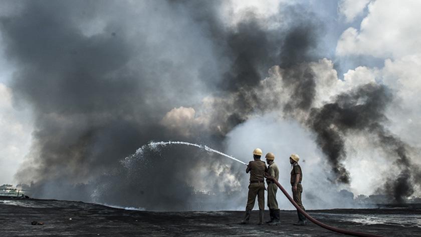 印度加尔各答市发生火灾