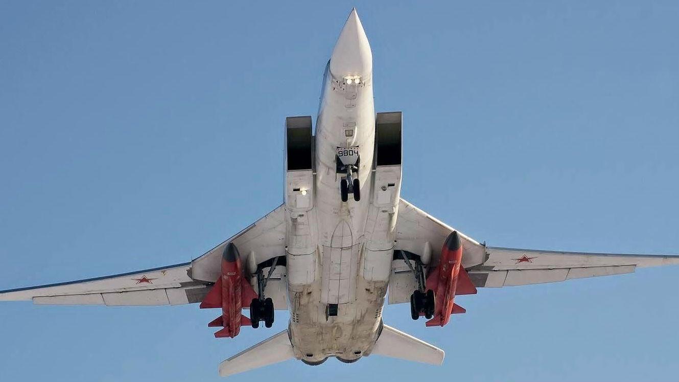 """美媒:俄新版圖-22M轟炸機將成""""兇險禮物"""" 可反制美軍艦"""