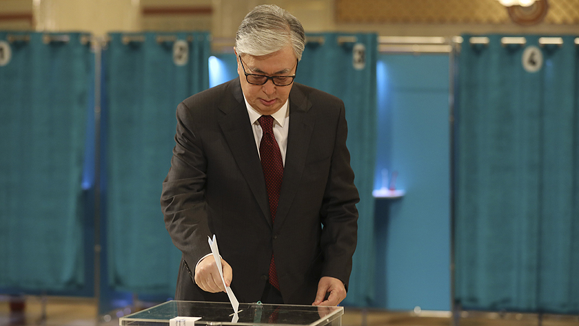哈薩克斯坦舉行總統選舉