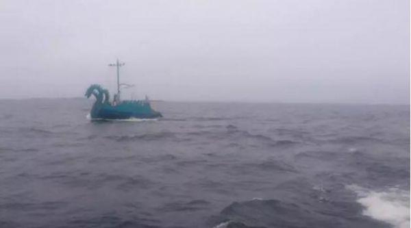 """被看成""""三头怪""""的俄罗斯游艇。"""