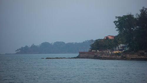 印媒:强气旋风暴将至 10艘中国船只获准停靠印度港口