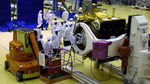 印度展示登月航天器 拟7月发射并降落月球南极_德国新闻_德国中文网