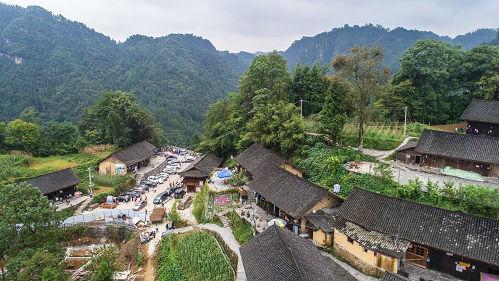 外媒记者实地考察湖南偏远农村 盛赞中国脱贫成就