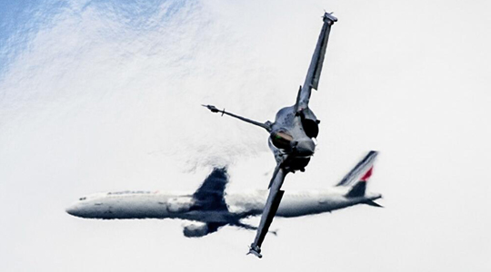 """""""阵风""""当空舞!中国军迷拍法军机表演"""