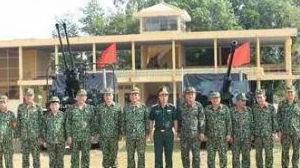 """邻邦扫描:越防长视察""""胡志明小道""""部队 越南自制钨芯穿甲弹"""