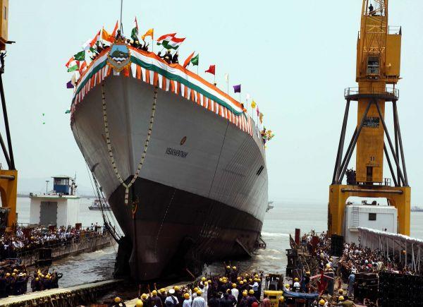 印媒:印在建军舰起火 造成一人死亡