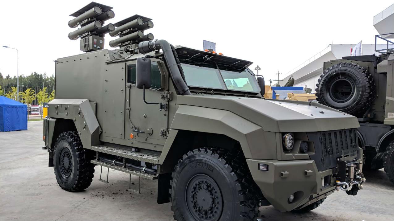 """俄山地侦察兵装备""""台风""""装甲车 可在海拔4500米高山行驶"""
