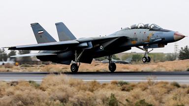 向美示威!伊朗F-14连续服役43年曝新照