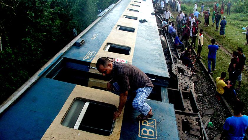 孟加拉國一客運列車脫軌