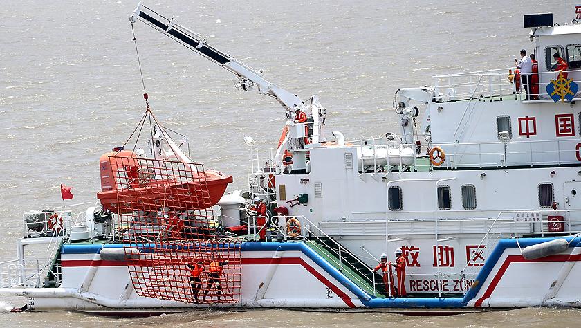 上海举行国际邮轮海上救生应急演习