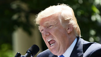 特朗普宣布制裁伊朗已故最高领袖 外媒:分不清霍梅尼和哈梅内伊