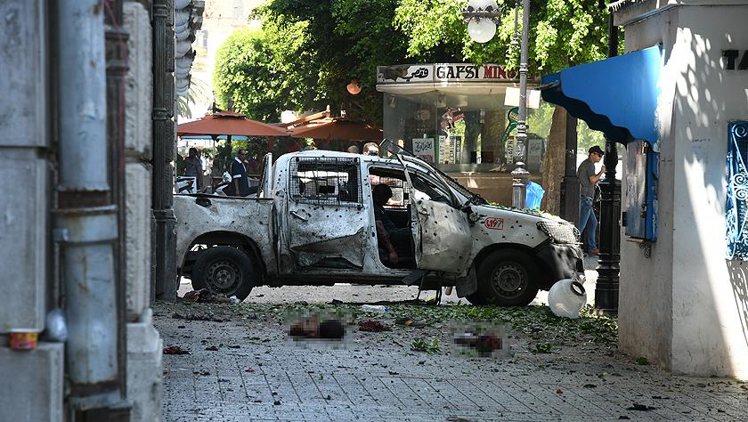 突尼斯首都发生两起自?#21271;?#28856;袭击造成十余人死伤